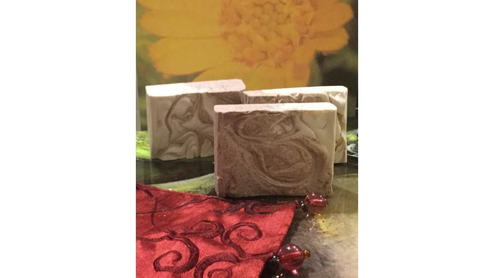 Savon exfoliant consoude, calendula et géranium pour peaux sèches